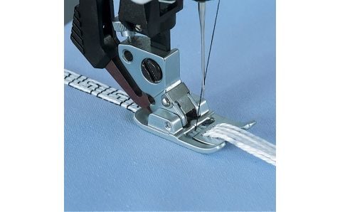 820608-096(820222) PFAFF Лапка для шнура с 7/9-ю отверстиями (BCDEFGJK)